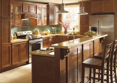 maple_cabinets_with_bilevel_kitchen_island